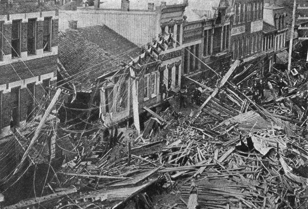 Johnstown_Main_Street_1889_flood_resize